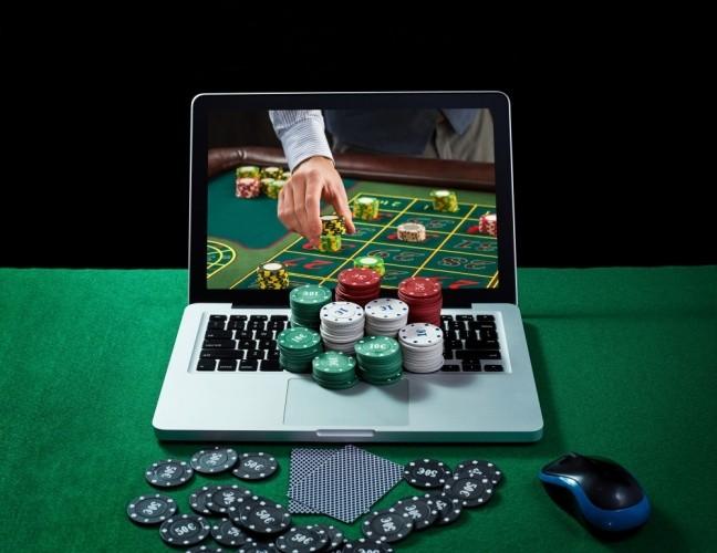 joaca blackjack online de pe desktop cu jetoane